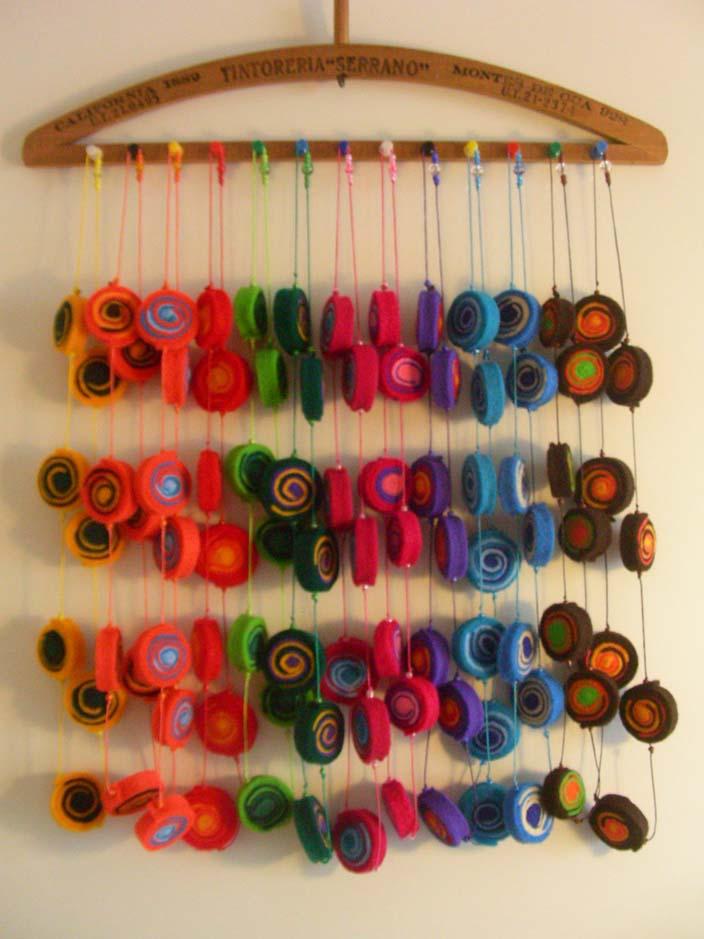 Y c mo organizar nuestra bisuter a y complementos quebiy - Como colgar collares ...